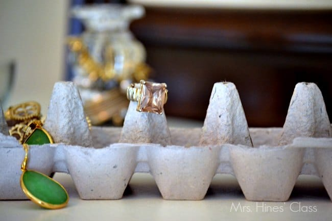 4 clever diy jewelry organizers / www.sharonehines.com
