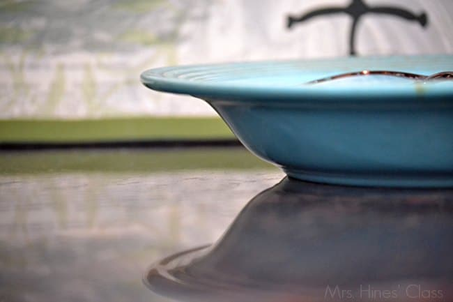 7 Pretty and Practical Ways to Use Trays in Home Decor / vintage fiestaware / www.sharonehines.com